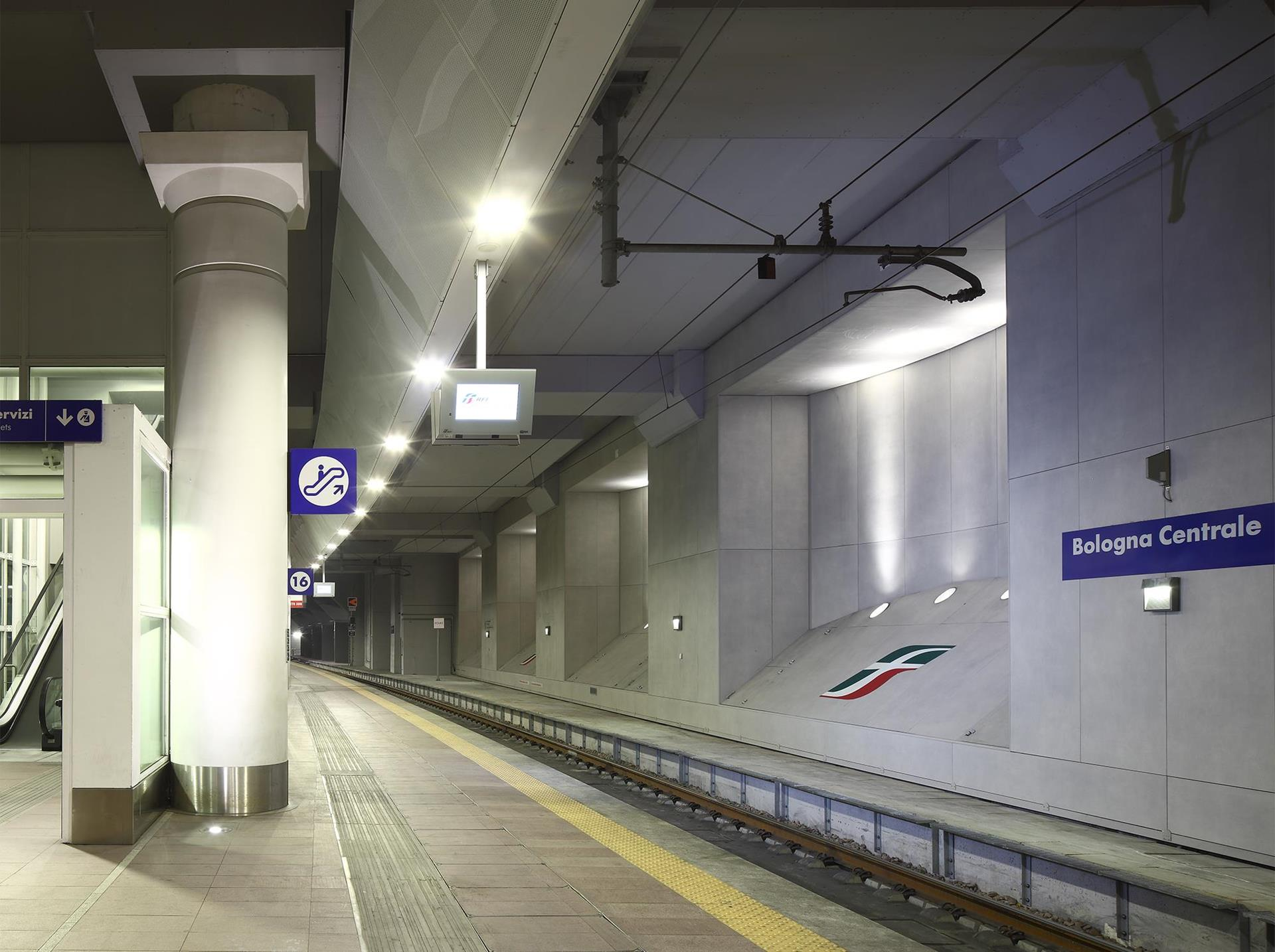 Bologna Railway Station: Photo 1