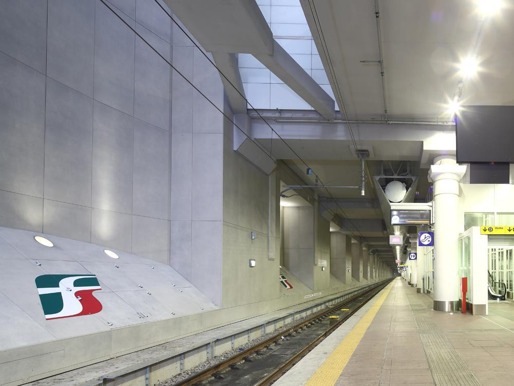 Bologna Railway Station: Photo 16